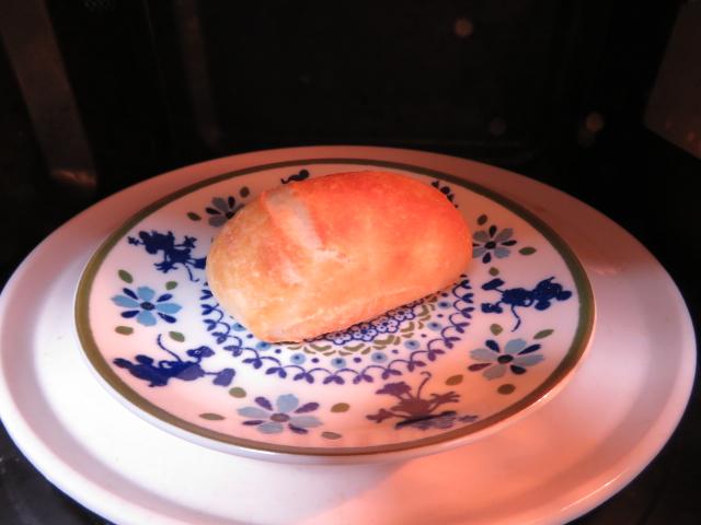 冷凍パンをレンジで温める