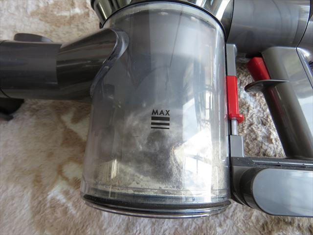 カーペットをダイソン掃除機で吸って出た埃ゴミ