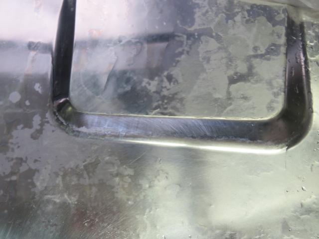 クエン酸水に長い時間浸けた後の水垢の様子