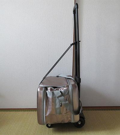 LOGOS(ロゴス)の保冷バッグは固くて丈夫なので台車に載せても運びやすい